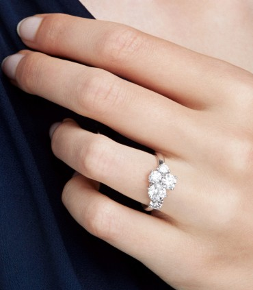 """""""PURE"""" DIAMONDS OR """"ICY"""" DIAMONDS? BEYOND TRENDS, WHICH IS THE BEST CHOICE?"""
